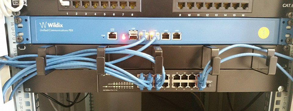 Progettazione e realizzazione di Reti trasmissione dati in rame e fibra ottica certificate.